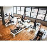 Academia com Aula de Pilates